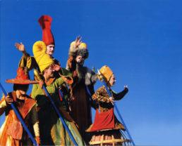 Cinzia Fossati   costumes   die Zeitreisende   die Stelzer   Stiltwalkers