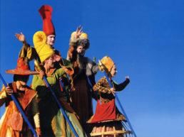 Cinzia Fossati | costumes | die Zeitreisende | die Stelzer | Stiltwalkers