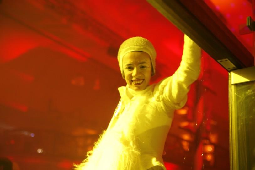 Cinzia Fossati   costumes   stilts show   Sonnenflammen