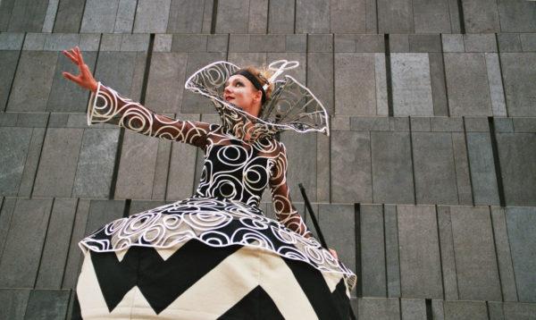 Cinzia Fossati   costumes   Haute couture on stilts   die Stelzer   Stiltwalkers