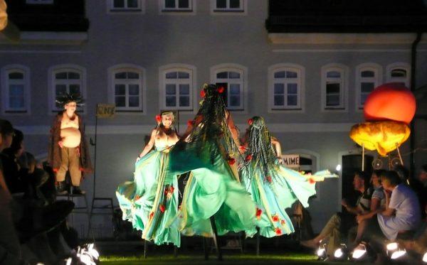 Cinzia Fossati   costumes   Rheingold   die Stelzer   Stiltwalkers