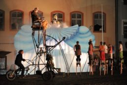 Cinzia Fossati | costumes | Licca Line | die Stelzer | Stiltwalkers