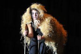 Cinzia Fossati   costumes   Licca Line   die Stelzer   Stiltwalkers